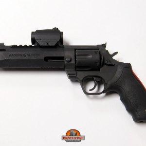 "Taurus Raging Hunter 6.75"", .44 Mag"